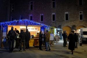 Le Nid du Festival, cour des Cordeliers, espace de restauration avec Mets Délices Traiteur et Panzo Food-truck