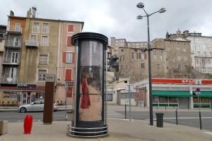 Place des Cordeliers, les colonnes Morris à l'effigie du Festival