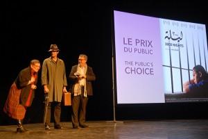 Dimanche 14 février, cérémonie de remise des prix au Théâtre : le prix du public est remis par Olivier Pévérelli, du Conseil départemental de l'Ardèche, à Khitam Edelbi, comédienne représentant le film de Maï Masri, 3000 NUITS (Palestine / France / Jordanie / Liban / Émirats arabes unis / Qatar)