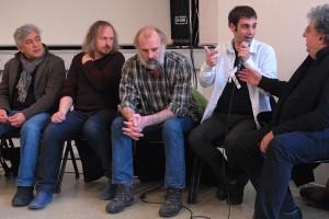 Dimanche 14 février, rencontre à la MJC, de gauche à droite : Iraj Shahzadi (MELBOURNE), Xavier Seron (JE ME TUE À LE DIRE), Sam Louwyck (KEEPER), Joseba Usabiag (PIKADERO), Gabriel (traduction)