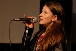 """Invitée """"Nouveaux Talents"""", Luna Lou présente JUILLET-AOÛT"""