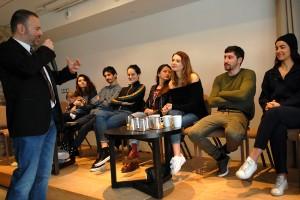 Gaël Labanti, Manal Issa, Hamza Meziani, Noémie Merlant, Luna Lou, Joséphine Japy, Sébastien Houbani, Lina El Arabi