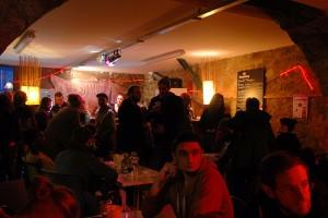 Entre deux séances, espace buvette et restauration au Nid du Festival