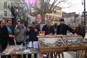 Place des cordeliers, matinée huîtres et musique