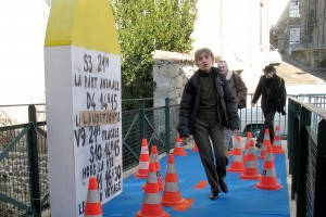 À St-Julien-Molin-Molette : borne géante et tapis bleu au Cinémolette !