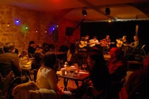 Le Nid du Festival, cour des Cordeliers, espace buvette et lieu de convivialité avec l'équipe du Comptoir de la Galerie et sa programmation musicale