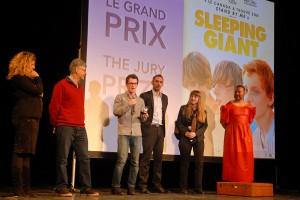 Dimanche 14 février, cérémonie de remise des prix au Théâtre : le grand prix du Jury est remis par Simon Plénet, Président d'Annonay Agglo et Vice-président du Conseil départemental de l'Ardèche, à Andrew Cividino, réalisateur de SLEEPING GIANT (Canada)